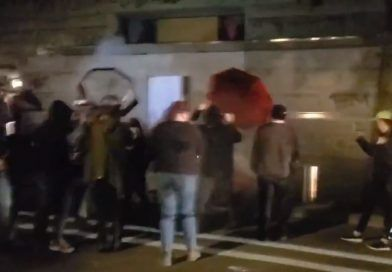 Video: Antifa Rioters Tried Breaking Into A Federal Courthouse Last Night – They Used A Hammer To Attack A Federal Officer On The Head